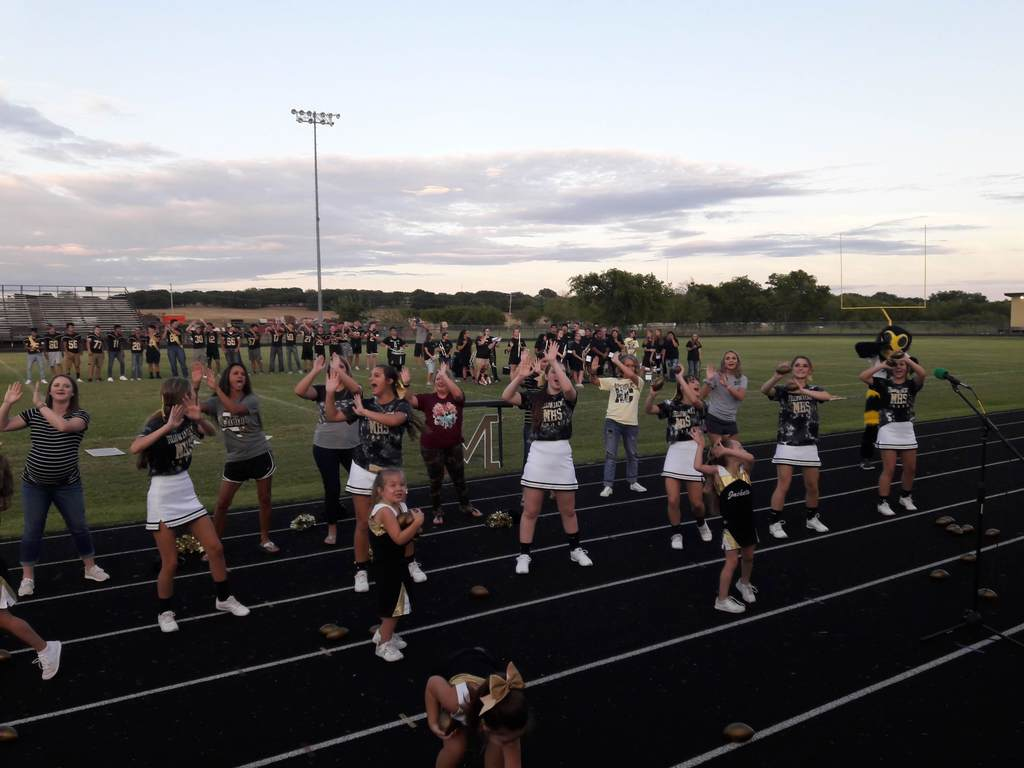 Alumni Cheerleaders join in Jacket Rumble